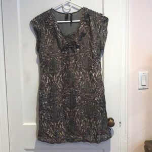 Light weight paisley dress with pockets.
